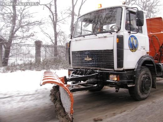 Коммунальщики вышли на борьбу со снегом