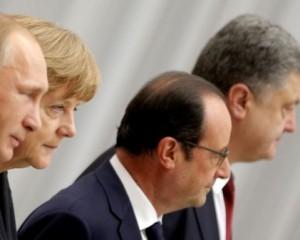 Порошенко созвонится с Путиным, Меркель и Олландом сегодня вечером