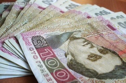 Зарплаты врачей и учителей вырастут на 160−400 гривен