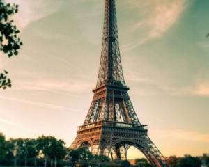 Огни Эйфелевой башни выключат в знак памяти журналистов Charlie Hebdo