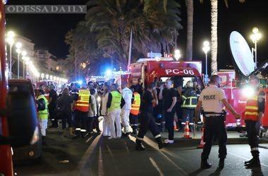 Террорист из Ниццы перед нападением веселился в толпе на набережной