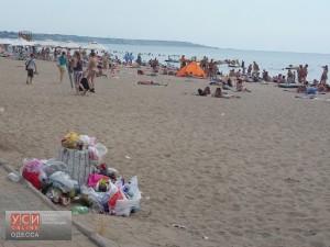 В Одессе массово жалуются на мусор и водоросли на пляжах