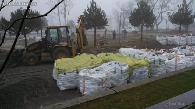 На Ланжероне возобновилось строительство паркинга (фото)