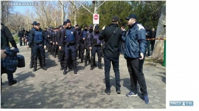 Во время конфликта на Аллее Славы в Одессе был задержан иностранный журналист