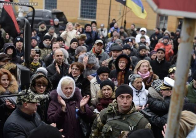 Одесситы проводили морпехов, служивших в Крыму, в зону АТО. ВИДЕО