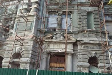 Горе-ремонтники снова вызвали обрушения в доме Руссова в Одессе
