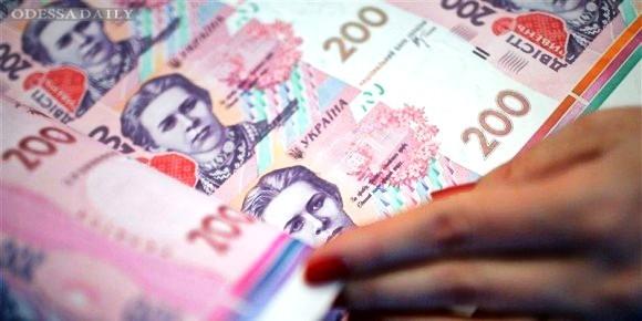 НБУ опустил официальный курс гривни ниже 22 грн/доллар