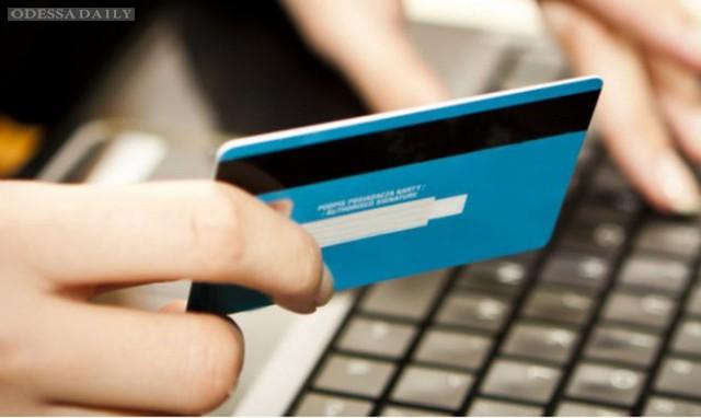 Украинцы теряют все больше денег с банковских карт