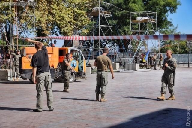 Разгон «Антитрухановского майдана»: площадь расчищают техникой, а пострадавшие пишут заявления в полицию