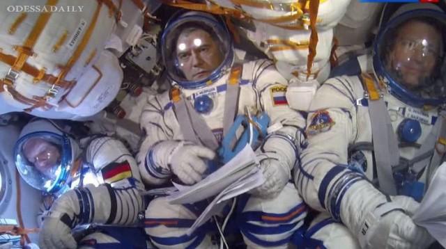 Российское ТВ может всё: Медведева отправили в космос (видео)