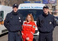 В Одессе патрульные полицейские и врачи скорой напомнили водителям, что надо уступать дорогу каретам 103