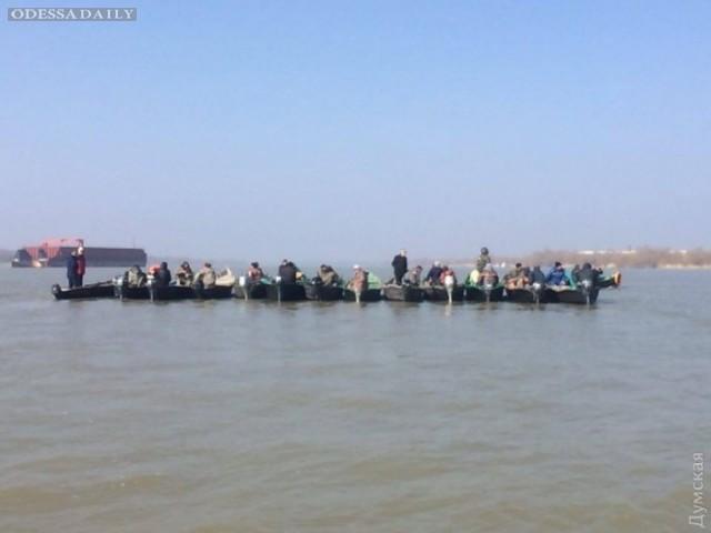 Вилковские рыбаки перекрыли Дунай: чиновники снова затягивают с селедочными квотами