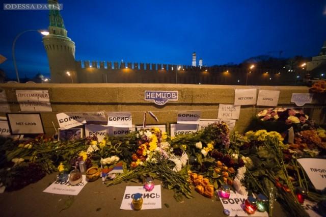 Народный мемориал Немцову в Москве вновь зачистили