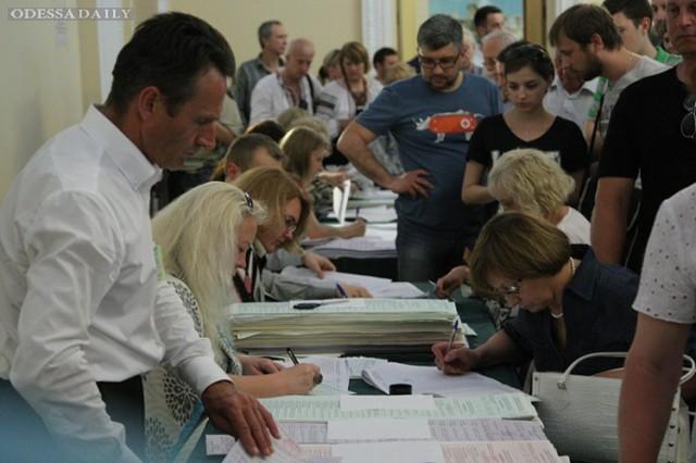 В Верховную Раду проходят шесть партий, - опрос