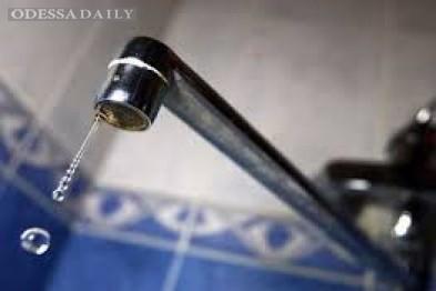 Около Привоза одесситы пять суток сидят без воды