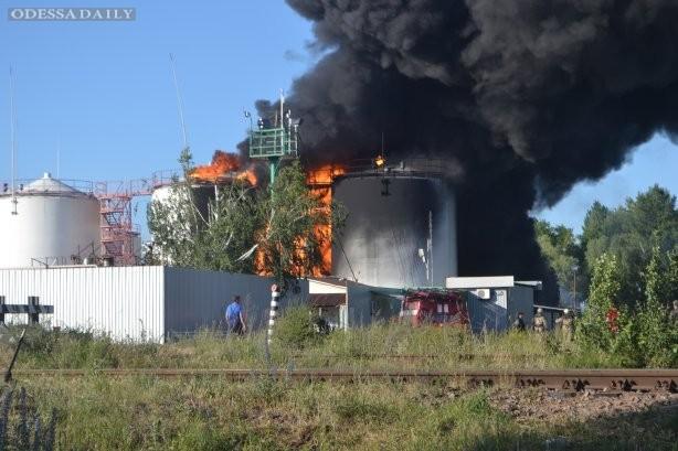 Пожар под Киевом охватил уже 8 резервуаров с горючим - ГСЧС