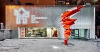 Скульптура одесского художника Степана Рябченко украсила новое пространство центра современного искусства М17 в центре Киева