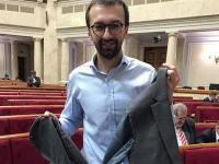 В Раде депутат Мельничук порвал пиджак депутату Лещенко