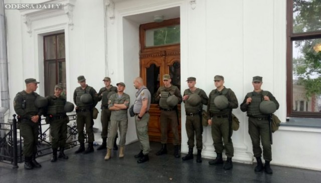 Сессия горсовета: активистов и журналистов так и не пустили