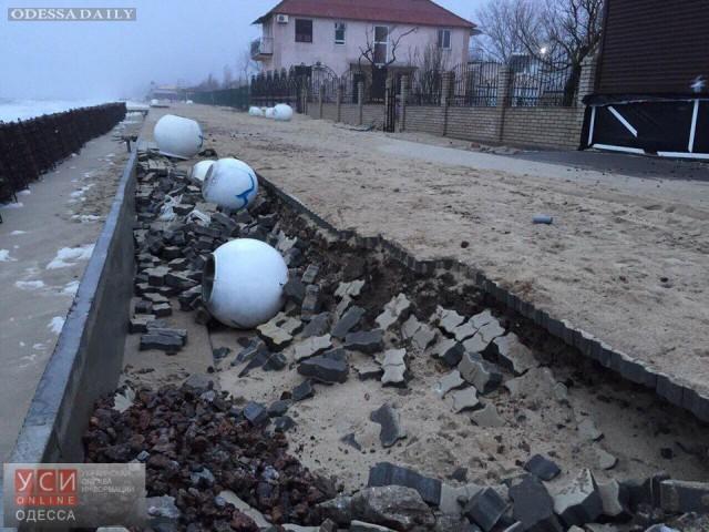 Затока после шторма: новая набережная в дырах, дома затоплены