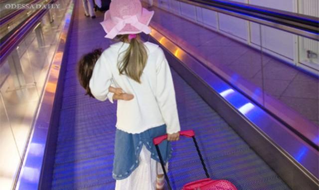 Кабмин усилил контроль за выездом детей за границу