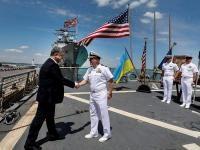 В Одессе Порошенко встретился с командой американского эсминца