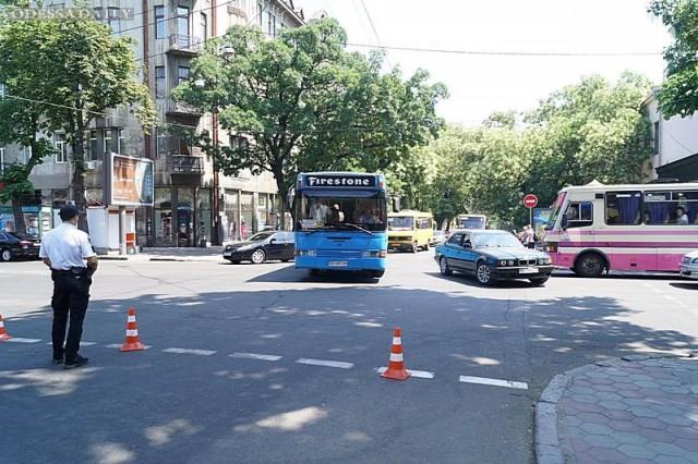 Из-за взрыва в центре Одессы парализовано движение
