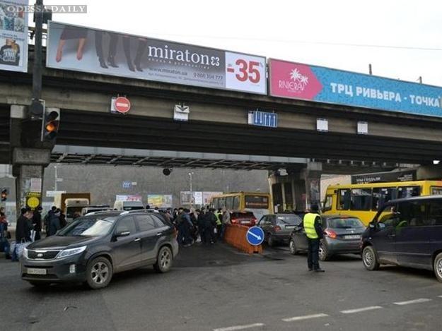 Первый день апокалипсиса: cмотри, как на Пересыпи тянутся сотни машин