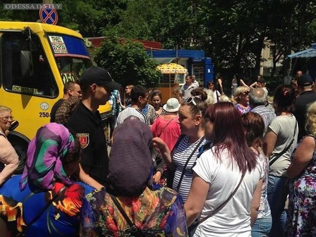 Снова протесты и пробки: на Бочарова перекрыли дорогу