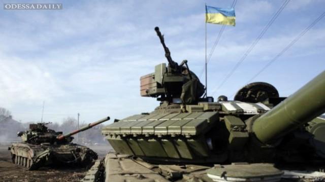 Армия может в любой момент вернуть отведенное оружие - Порошенко