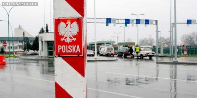 На границе с Польшей застряли более тысячи автомобилей