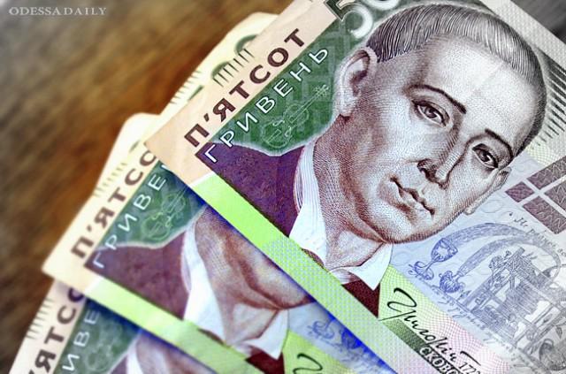 Официальный курс гривни укрепился до 21,65 грн/доллар
