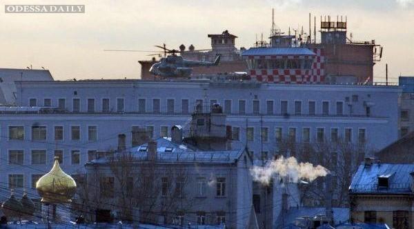 Вертолеты спецсвязи президента РФ приземлились на Лубянке и в Кремле - ВИДЕО