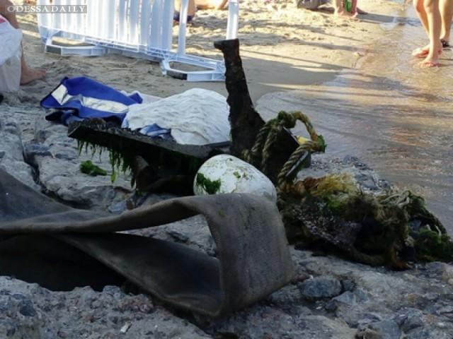На одесских пляжах из моря ежедневно вытаскивают 100 кг мусора