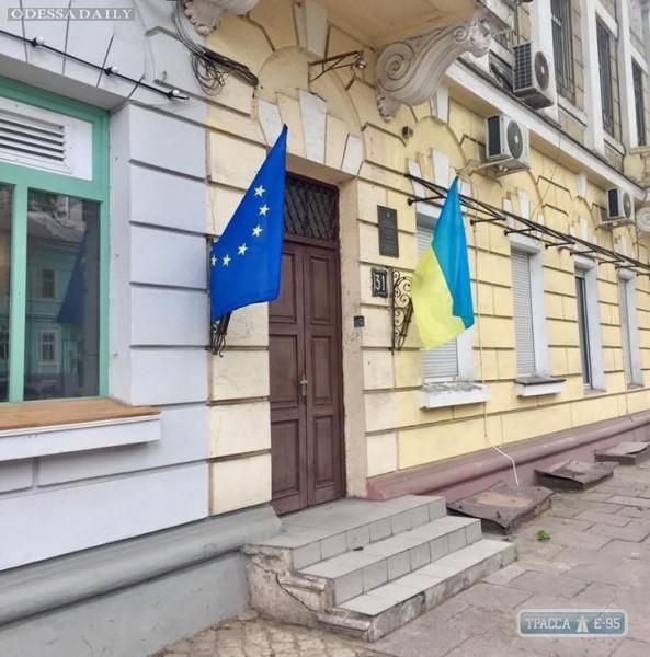 Визит президента: на улицах Одессы повесили флаги Украины и Евросоюза