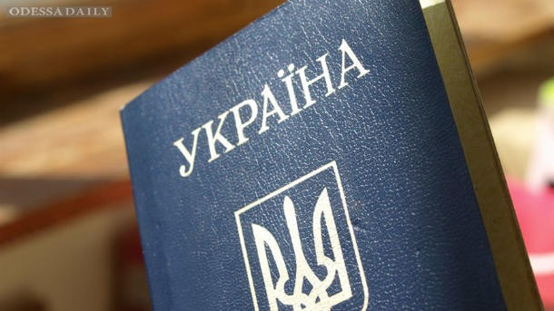 Кабмин задумался о выдаче паспортов жителям оккупированных территорий Донбасса