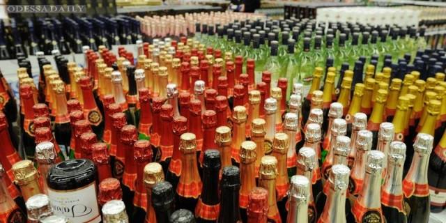 Порошенко одобрил повышение акцизов на алкоголь и сигареты