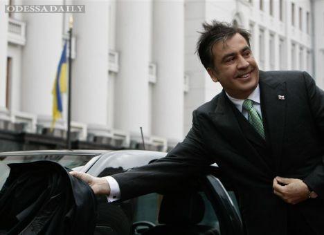 Саакашвили отказался от огромной зарплаты