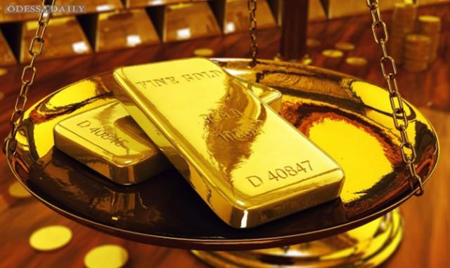 Цены на золото поднялись до двухлетнего максимума