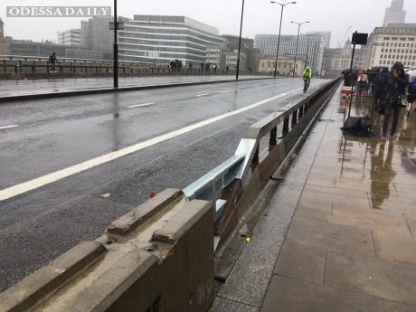 В Лондоне для защиты от террористов установили барьеры на мостах