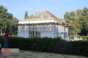 Волонтеры грозятся разместить переселенцев в новом доме для бракосочетаний у ОГА