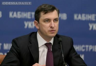 Яценюк отстранил руководство налоговой и таможни на время служебного расследования
