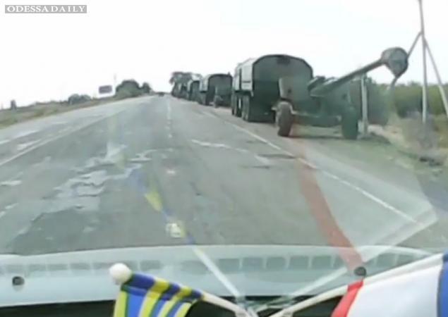 Колонна российских оккупантов движется к Керченской переправе для переброски на Донбасс. Видео