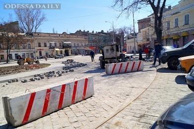 Одесситы превратили отремонтированную площадь в парковку