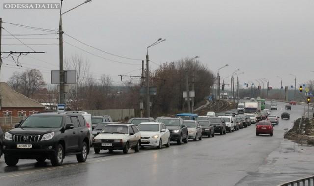 В очередях на границе с Польшей простаивает 450 автомобилей