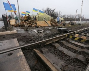 Аваков разрешил везти в ДНР колбасу