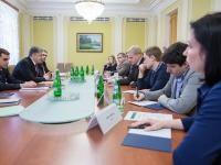Президент и общественники договорились создать рабочую группу для изменения закона о е-декларировании