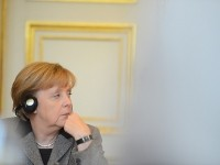 Меркель призвала Путина использовать свое влияние на боевиков