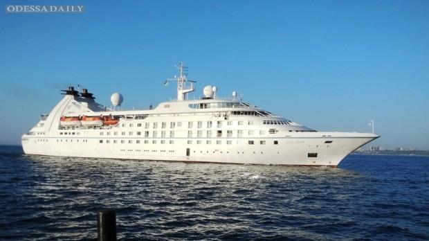 В Одессу прибыл круизный лайнер с американскими туристами и…ястребом