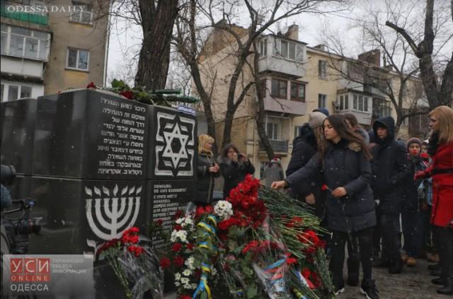 Дорога смерти: одесситы возложили цветы к самому трагическому памятнику города